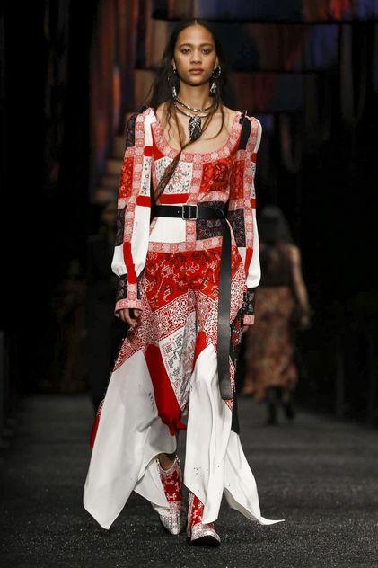 Alexander McQueen Ready To Wear Fall Winter 2017 Paris