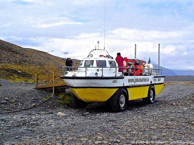 .... autobus anfibio per escursioni turistiche sul lago, tra i ghiacci galleggianti del 'ghiacciaio Sarlon'.....Jokul Sarlon (IS) - 01-lug-2006 - © Umberto Garbagnati -