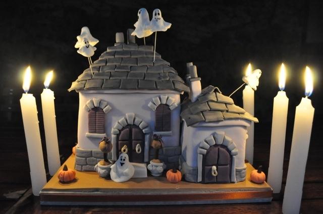 La casa dei fantasmi per Halloween: http://www.kikkascakes.com/Kikkas_Cakes/ricette-2/la-casa-dei-fantasmi/