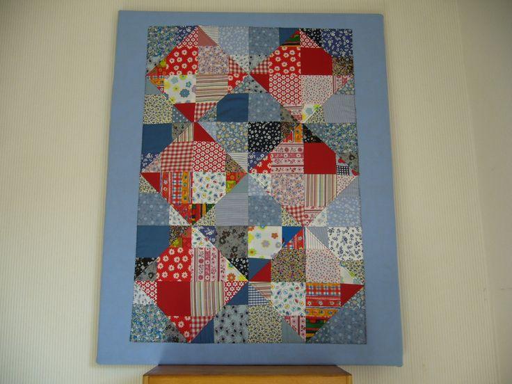 een patchwork top, genaaid met rijgsteek op canvas.