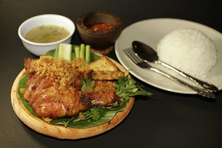 Ayam Penyat is one of the many traditional chicken recipes in Indonesia and it is know for the famous Sanbal sauce that accompanies it. This dish requires you to first boil the chicken until the water evaporates and then frying it. Preparation time is about 30 minutes and cooking will take about 60-90 minutes in …