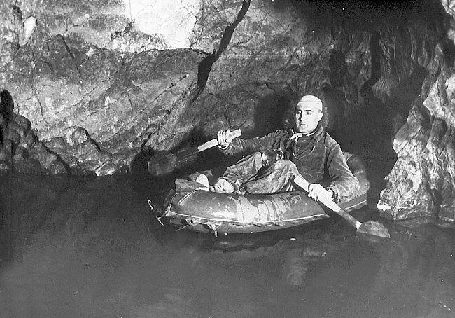 Punkevní jeskyně byla středem zájmu speleologů od 19. století.