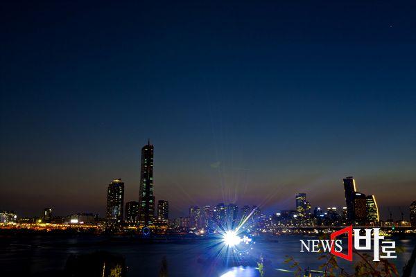 <<2014년 10월4일 여의도 불꽃축제>> 서부이촌동 한강고수부지에서 바라본 여의도 (뉴스바로 장덕수 기자 2014.10.6)