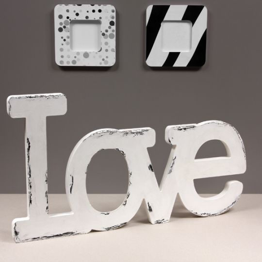 Napis Love z naturalnego drewna. Ręcznie pomalowany metodą decoupage.