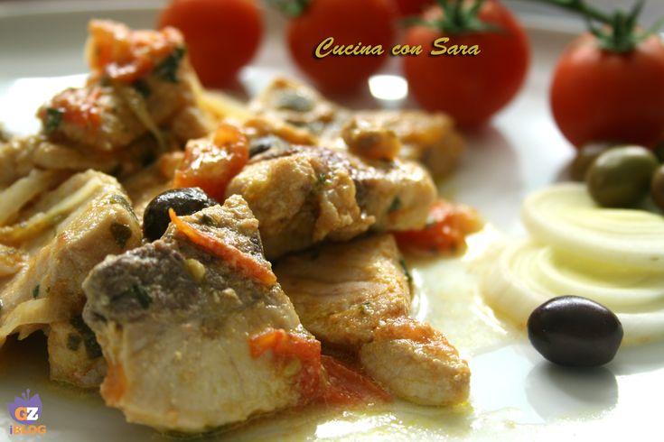 Bocconcini di pesce spada con olive e pomodorini