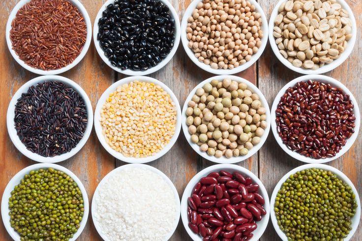 On nous a trop longtemps fait croire qu'à l'intérieur d'un même repas il fallait absolument absorber des protéines complètes. Aujourd'hui, cette théorie est du passé. Il est scientifiquement prouvé que combiner les sources d'acides aminés pour parvenir à des protéines complètes ne doit pas absolument se faire lors d'un même repas, mais bien au courant d'une même journée. Sur une période pouvant aller jusqu'à 24h, votre corps assurera la composition de protéines complètes. Les acides…