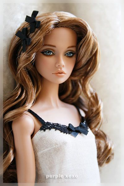 Poppy Parker -- bit of a repaint... hair zhuzh, and doesn't she look like an olsen, missing her twin?
