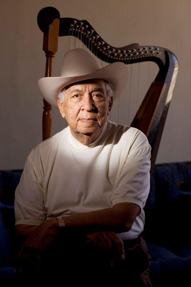 El maestro Juan Vicente Torrealba ya tiene 98 años, muchos de los cuales ha dedicado a exaltar la música del llano venezolano, de estilizarla y convertirla en referencia en el mundo entero.