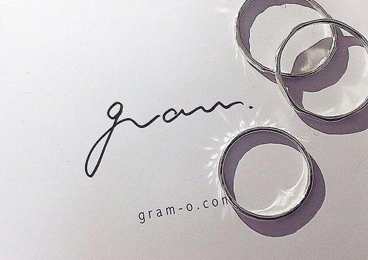 神奈川県・鎌倉にあるアクセサリーショップ「gram(グラム)」。ホームページが無いお店ですが、華奢で美しいデザインのプチプラの指輪が口コミで話題になり評判になっています。シンプルで華奢なデザインのアクセサリーが立ち並び、どれも可愛くてキュンもきてしまうものばかり。また、手作りのオーダーリングもプチプラ価格で購入できるところも魅力です。そんな気になるお店「gram」についてご紹介していきたいと思います♪