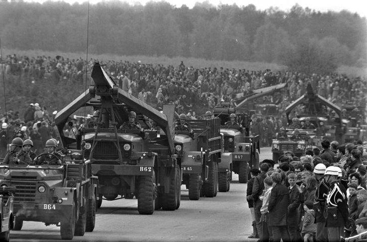WO II parade in Amersfoort bij het kamp
