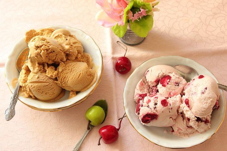 Прекрасное карамельное мороженое, сразило меня наповал. По вкусу напоминает ириску. готовить не сложно. Надо: 150 г сахара 250 г молока 250 г сливок 35% 2 желтка 15 г…
