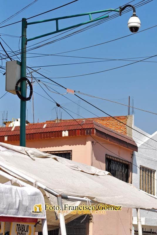 Nezahualcóyotl Méx. 25 Enero 2013. Una de las videocámaras instaladas en la colonia Juárez Pantitlán.   Foto. Francisco Gómez
