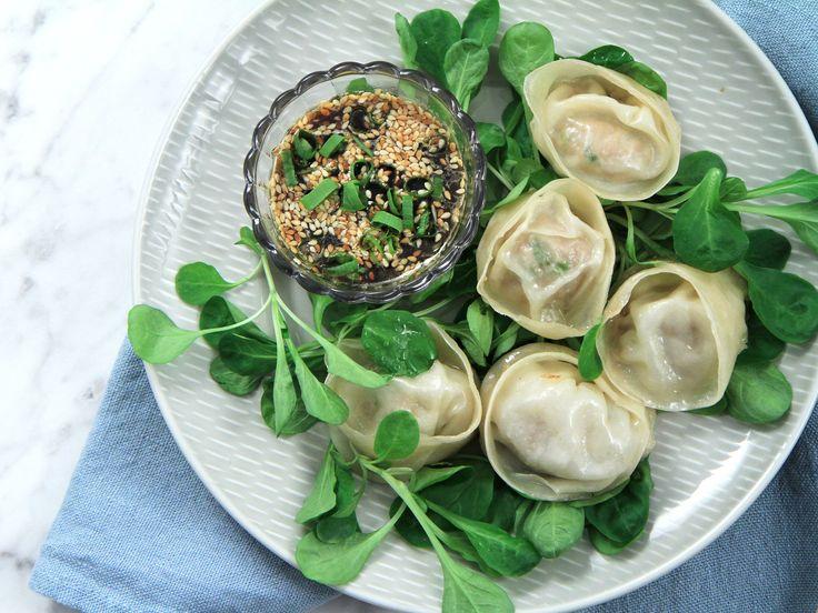 Hemgjorda dumplings med sötsyrlig sojadipp | Recept från Köket.se