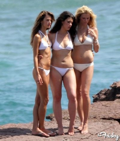 Supermodels without photoshop... From left to right -Victoria's Secret model Alessandra Ambrosio,