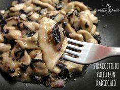 Gli straccetti di pollo con radicchio sono un secondo piatto leggero e velocissimo da preparare, dal sapore accattivante e particolare