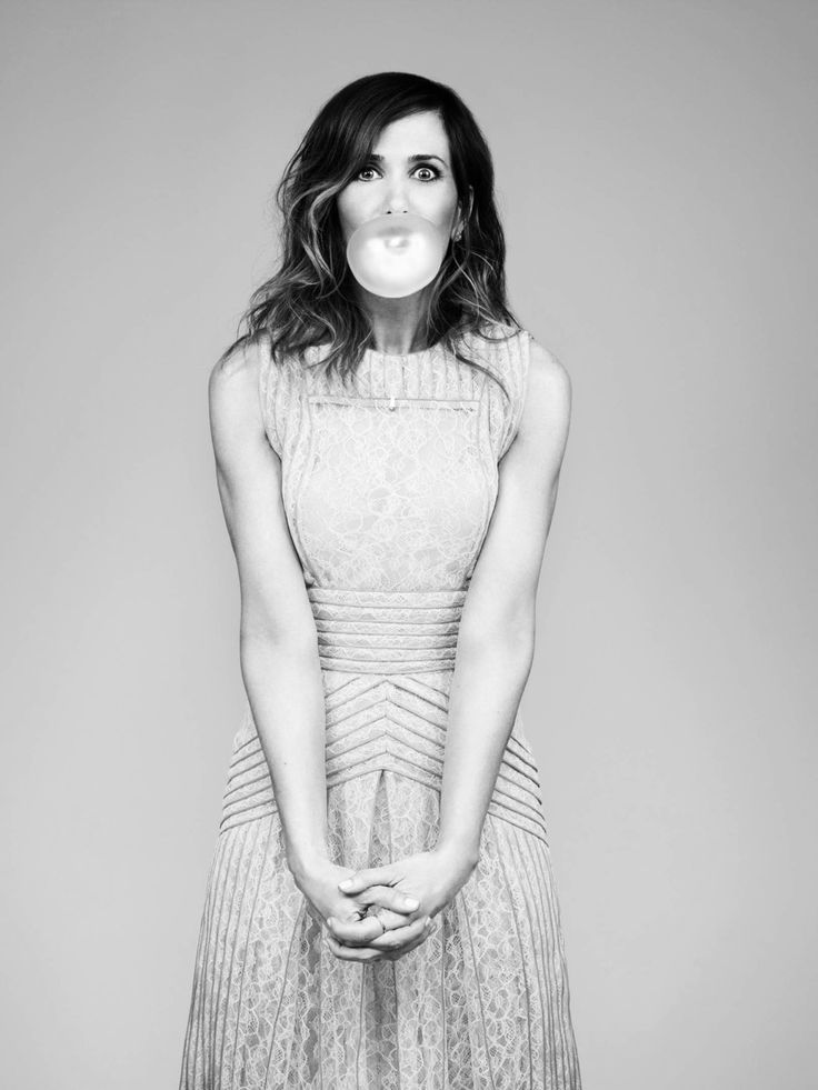 Not really sure of who makes me laugh harder... I heart Kristin Wiig.