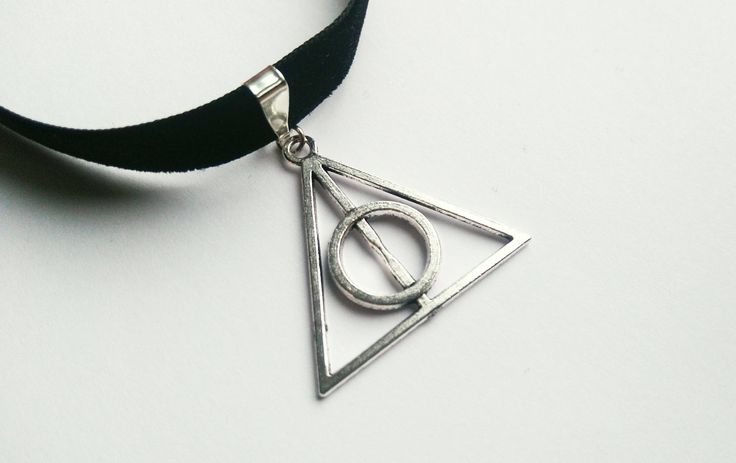 HP Choker | Dreieck | schwarz | Samtchoker | Choker Kette | von Nesherim auf Etsy