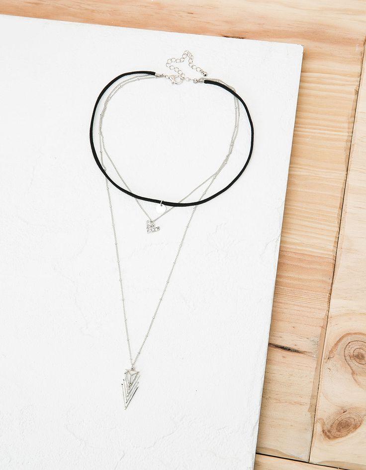 Collar 'Row Choker' y triangulo. Descubre ésta y muchas otras prendas en Bershka con nuevos productos cada semana