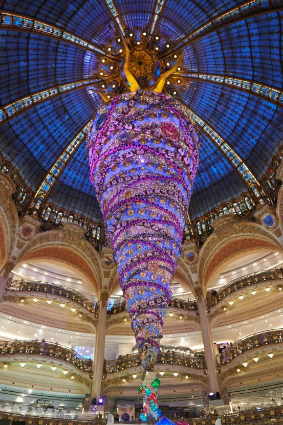 paris galeries lafayette with its upside down christmas tree 2014 - Galeries Lafayettes Mariage