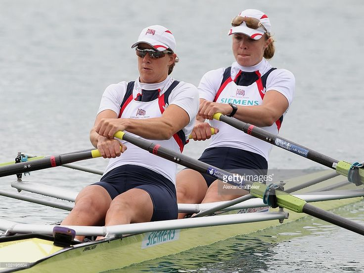 Anna Watkins (R) and Katherine Grainger of Great Britain row in the women's double sculls qualification heat of the FISA Rowing World Cup (1024×770)