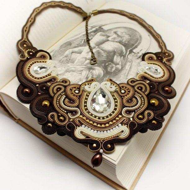 brown, white, gold, pearls and crystals brąz, biel, złoto, perły i kryształki❤ #kolia #colier #necklace #crystals #pearls #brown#white #crystals #kryształki #sutasz #soutache #szczecin #loveit #photooftheday #poznań #2017 #moda #style #handmade #rękodzieło #karnawał