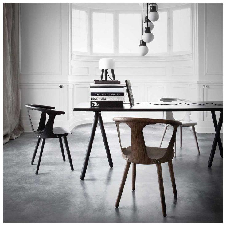 De #In #Between #Chair van #&tradition is ontworpen door Sami #kallio. Een prachtige stoel, waarbij de achterpanelen en zijpanelen zowel comfort als een uniek effect geven aan de stoel. In verschillende #uitvoeringen mogelijk en prachtig in een #strak en #minimalistisch #design interieur!   #MisterDesign