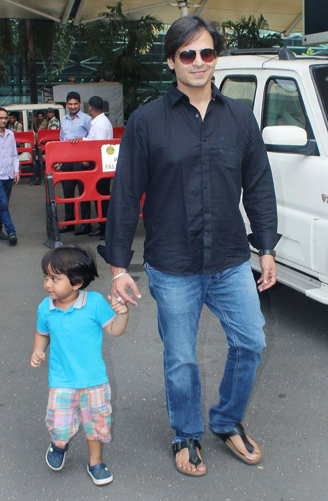 Vivek Oberoi with son Vivaan Veer Oberoi spotted at Mumbai airport. #Bollywood #Fashion #Style #Handsome #Cute