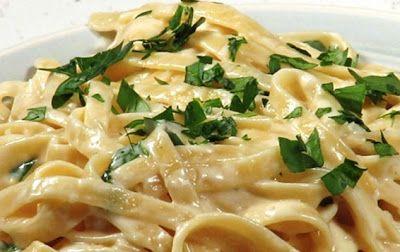 То, что я так давно искала: рецепт белого сливочного соуса «Альфредо»! Моя семья обожает.
