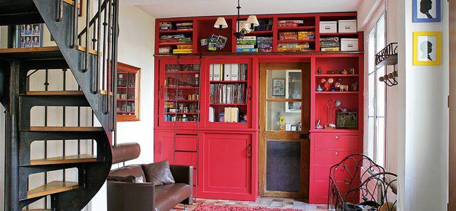 Fabriquer une bibliothèque sur mesure : plans, matériaux, finitions, montage, peinture, pas à pas... toutes les étapes de réalisation.