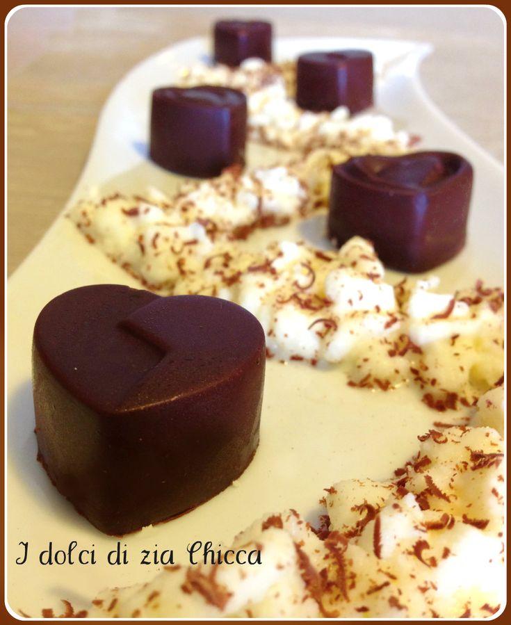 Cioccolatini ripieni con ganache al cioccolato bianco