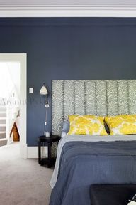 Love the navy blue and yellow colour scheme