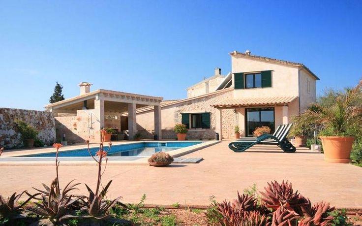 Finca Roja | Kleine gemütliche Finca für bis zu 4 Personen. Verfügt über Pool, zwei Schlafzimmer, Bäder en-suite, Wifi, Heizung, Klimaanlage und in nur 5 km Entfernung liegen die nächsten Sandstrände von Alcudia.