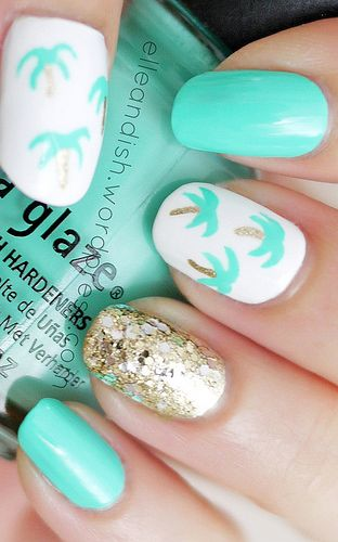 #palm tree nails with #gold glitter | summer #nailart @elleandish