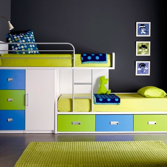 Overlapping bunks - This would be great in the boys room.