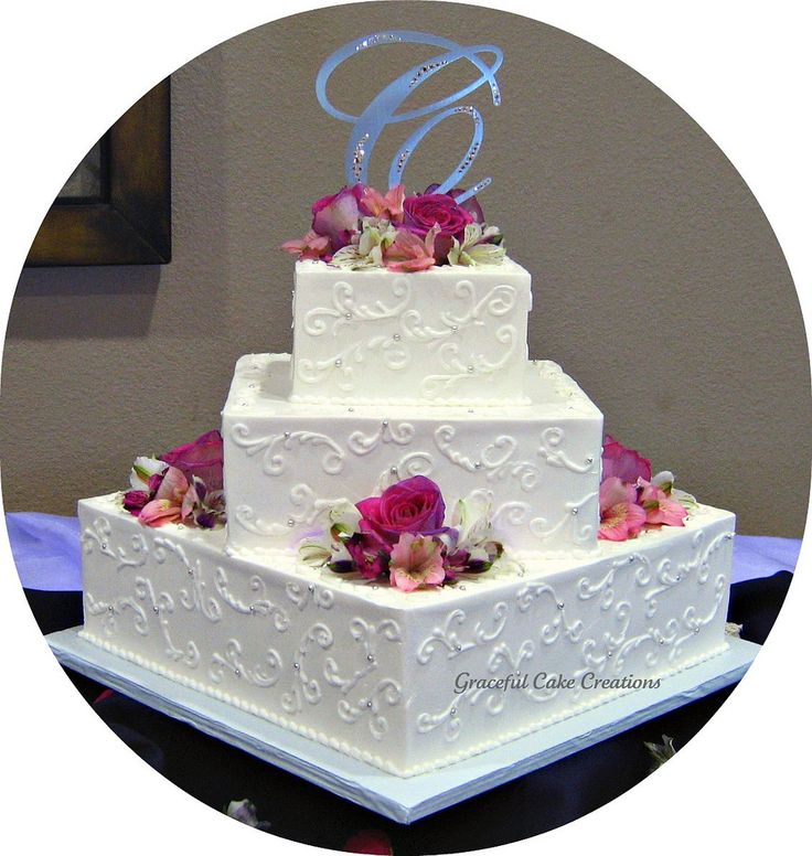 Elegant White Square Wedding Cake   por Graceful Cake Creations