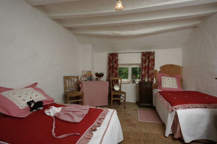 La Chambre #BlancheNeige ! #chateau #chambiers #anjou #LoireValley  http://www.chateauchambiers.com/gites-cottages-angers-maison-hotes-loire/