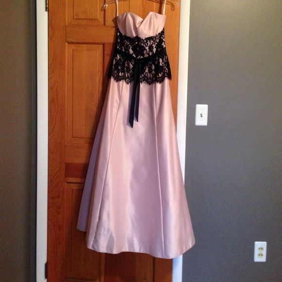 Blush PROM, Sweet 16 or any FORMAL occasion gown Excellent condition strapless blush prom dress with black lace accent and tie. The lace is easily removable if you prefer the dress without it. Crinoline underskirt for a fuller look. Worn once. Jessica McClintock Dresses Prom