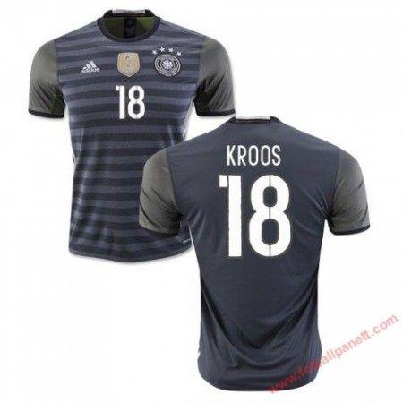 Tyskland 2016 Kroos 18 Bortedrakt Kortermet.  http://www.fotballpanett.com/tyskland-2016-kroos-18-bortedrakt-kortermet-1.  #fotballdrakter