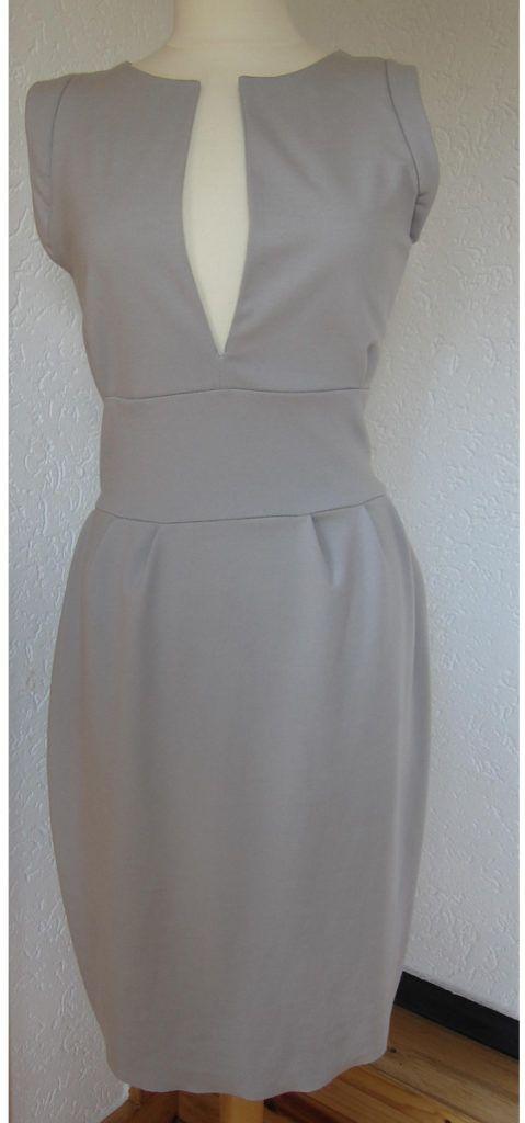 Romanit-Jersey-Kleid mit Tulpenrock, die kostenlose Schnitt- und Nähanleitung zum Selbermachen findet ihr in unserem Blog http://der-rote-faden.de/wordpress/tulpen-mieder-kleid/ Dieses Kleid ist der echte Schlankmacher. Nicht nur, dass sich Romanit-Jersey hervorragend als miederähnlicher Stoff für eine schlanke Taille einsetzen lässt, die in Falten gelegte Weite unterhalb des Taillenbundes umspielt leicht Bauch- und Hüftpartie und verdeckt...