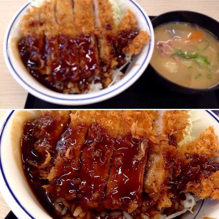 本日のランチ ソースかつ丼と豚汁にしました() めっちゃ  うまー  #ランチ  #ソースかつ丼  #豚汁 #かつや  #とんかつ by yanchaman007