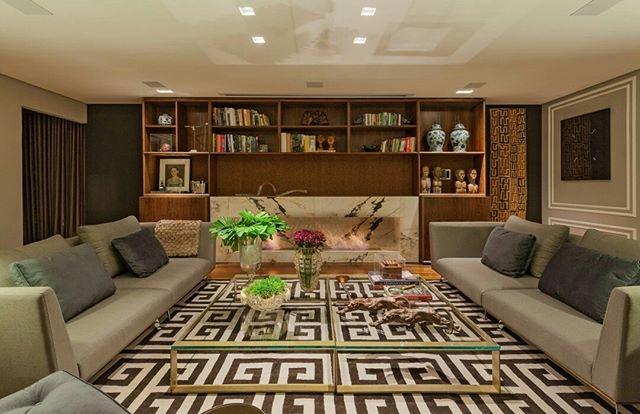 Espaço, conforto e design contemporâneo. Tudo o que você precisa para acomodar a família e amigos, no nosso sofá Berlin. Projeto: Camile Guedes Arquitetura #primalinea #decoração #interiordesign #inspiração #idea #modern #interior #living #house #design #interiores #homedecor #decor #sofá