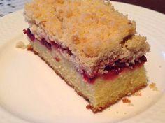Vişneli Güzel Bir Kek, Üstü kıtır, arası mayhoş, nemli ve alt kısmı yumuşacık kek, daha ne olsun, ben beğendim eminim siz de beğenir...
