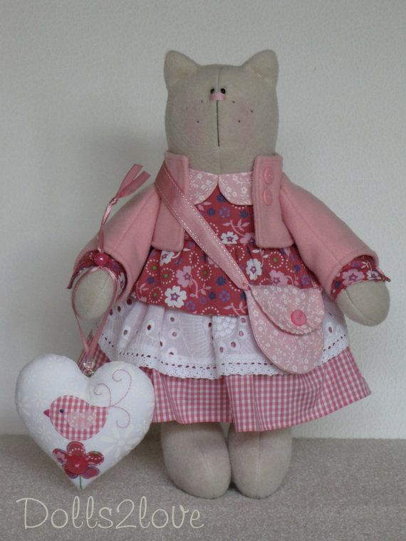 Tilda Cat Milly wearing a pink liberty fabric and checkered dress made by Dolls2love on Etsy, €65.00. (sold)