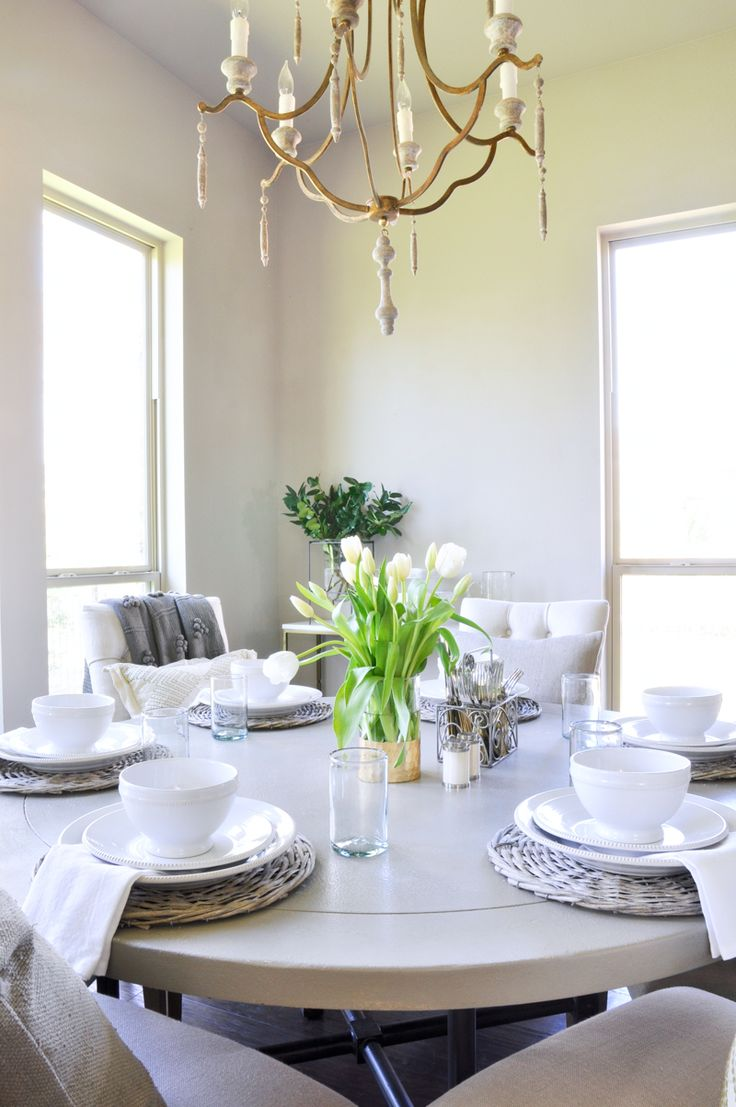 Breakfast Room With Round Table. So Pretty!
