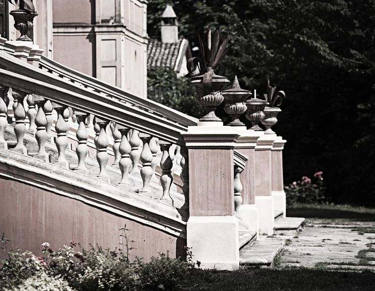 #villamanodori:una scalinata verso la bellezza  #stairs to #beauty -  have a walk #giardino #garden #outdoor #vintage #rétro #villa #wedding #scenography #Italy #shooting #events #meeting