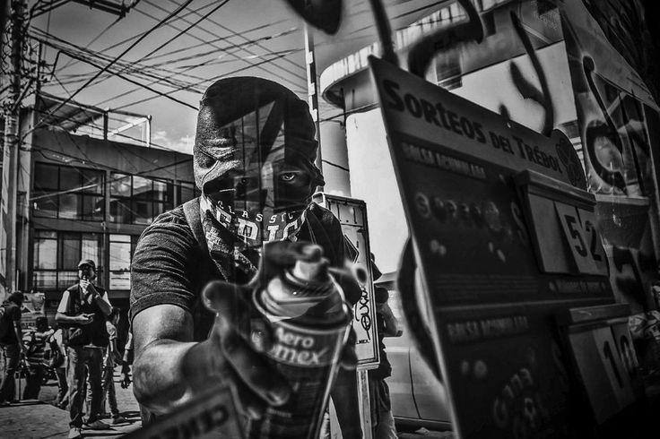 El fotoperiodista es un testigo silencioso, su mirada no perdona, no olvida. La fotografía periodística manifiesta necesariamente una postura crítica