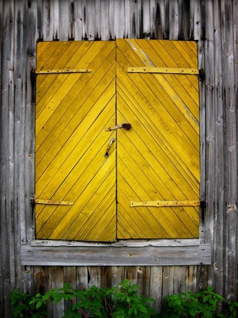 This intriguing door is part of an abandoned watermill in #Eastern_Finland. Photographer Lauri Rantala noted that although the rest of the mill was in disrepair and falling apart, someone had taken the time to paint the door this vivid yellow.