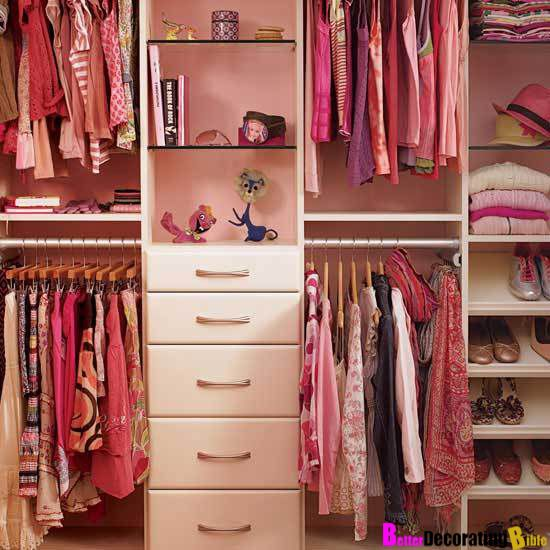 This simple #pink closet is too cute to pass by! A nook for each clothing type means you'll never have to shuffle things around.