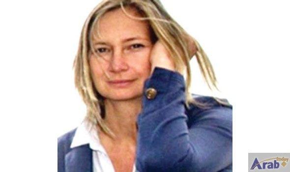 Camerawoman who kicked migrants takes film award