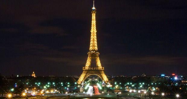 Στα ροζ ο Πύργος του Άιφελ - Verge